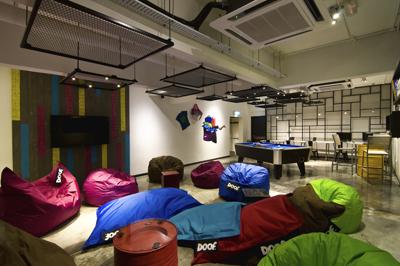 grid-9-lounge